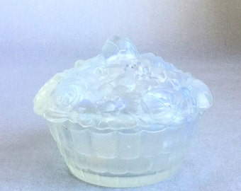 Sale!  Amazing Etling lidded box in opalescent glass, Priceless!!