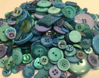 30 piece assorted blue,green and purple tone button mix, 8-30 mm ( 22)