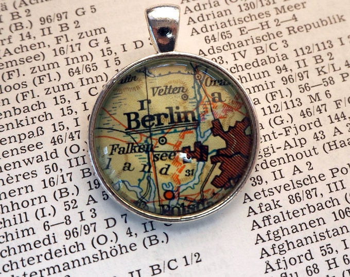 NECKLACE or KEYCHAIN, Germany, BERLIN, Map-Pendant, Cabochon, Glass, Atlas, Vintage, Jewlery