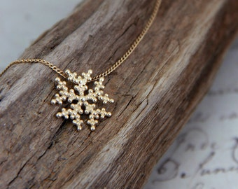 Dainty Solid Gold Necklace, Gold Snowflake Necklace, 14K Gold Necklace, Solid Gold jewelry, dainty 14K Gold Jewelry