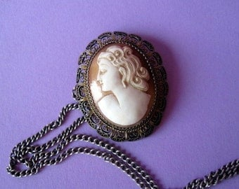Antique Mother of Pearl Brooch/Pendant.