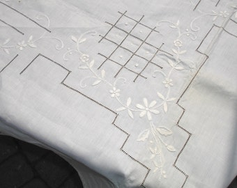 "Table Cloth High End Store Stock LInen Table cloth with hand embroidered detailing, Never used, 1950s Linen Original Tag 52x70"", Fine dining"