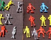 Plastic 16 Spacemen Aliens 50's Lido Captain Video Sci Fy Fantasy Role Play