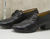 Womens 1940s or 1950 black leather, perforated, dress shoe by Drew. Wingtip style,Excellent condition size 7