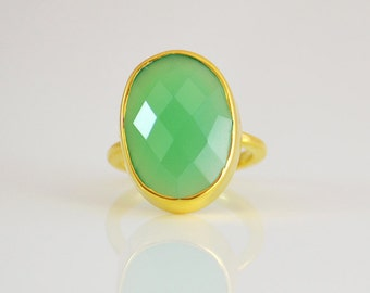 Chrysoprase ring - Oval Chrysoprase Ring - Large Gemstone Ring - Gold Ring - Bezel Set Ring - Statement ring - stacking rings - bezel ring