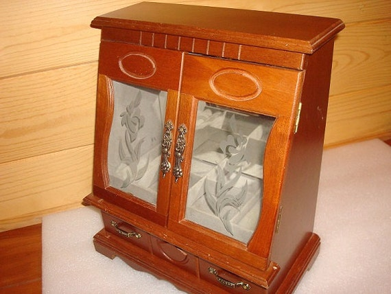 Wood And Etched Glass Stand Up Jewelry Box by yankytreasure