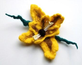 Flower brooch felt, felted wool jewelry, yellow felt flower hair-clip, flower felt brooch pin, corsage, gifts for her, flower bouquet brooch