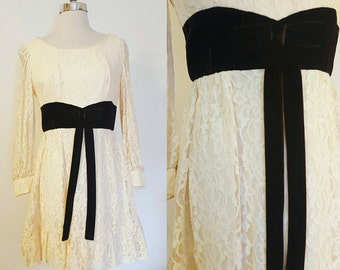 1960s Vintage Women's Brown Velvet and Cream Lace Party Dress Size M