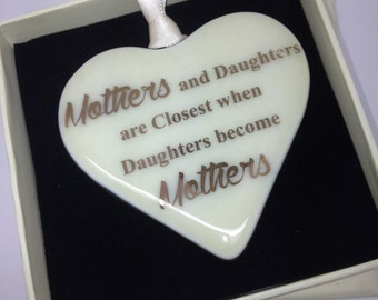 "Fused Glass Heart With 22 carat Gold Text ""Mothers and Daughters"""