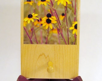 Black-Eyed Susan Photo Wall Hanger with Peg, FI137