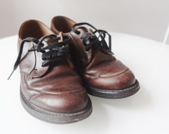 vintage shoes. boys saddle shoes, vintage leathers shoes,oxford shoes vintage lace up shoes, boys shoes, preppy shoes. dress up shoes