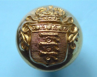 Honourable Artillery Company ball button, vintage, Queen Elizabeth's crown, 12.5mm, rare, maker - Pitt & Co. Ltd. London. c1970's.