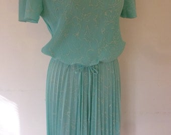 70's Boho Summer Day Dress Mint Green Poly Knit Indi Style Knife Pleats Bodice and Skirt Size M Made by Promises Promises