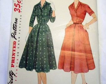 SALE 1950s House Day dress with scalloped collar and pockets Simplicity 4016 Size 12 Bust 30""