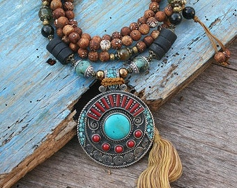Beautiful Tibetan style frosted agate gemstone mala necklace decorated with a Nepalese pendant