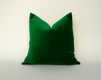 emerald green velvet pillow // emerald green velvet cushion // green velvet pillow // velvet pillow