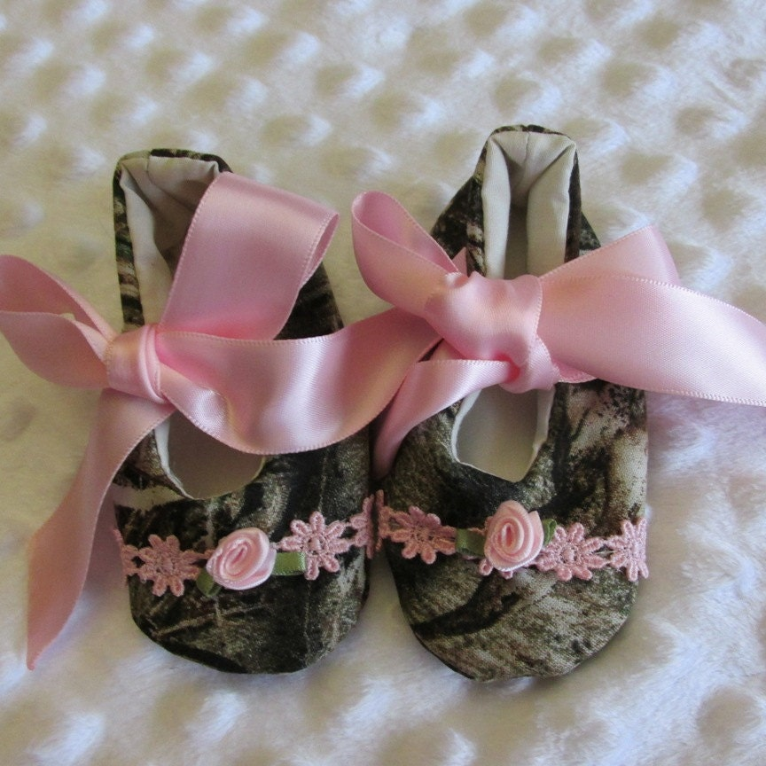 camo fabric baby shoes with flower trim and pink ribbon ties