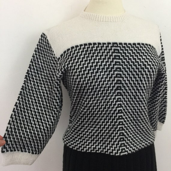 Vintage knitted suit fitted sweater pleated skirt monochrome geometric knit skirt 1940s style knitwear UK 14 16