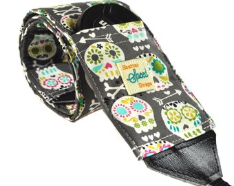 DSLR Camera Strap with Lens Pocket - Sugar Skulls in Gray