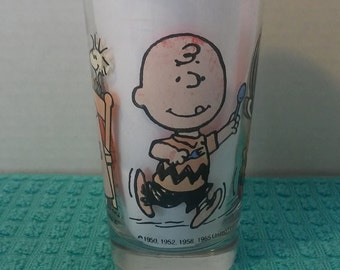 1965 Snoopy's Kitchen Juice Glass Peanuts, Lucy, Woodstock, Charlie Brown