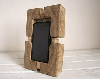 Docking station for iPhone 6s Plus and lightning cable / usb charger and data transmission. Vintage style. Oak wood.