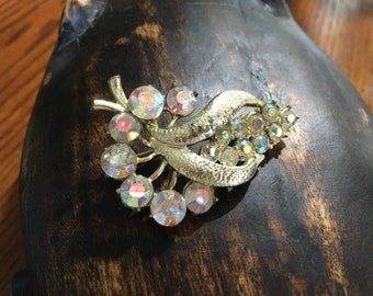 Gorgeous Vintage Brooch - A27