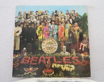 "The Beatles - ""Sgt. Pepper's Lonely Hearts Club Band"" vinyl record, Uk Import, Original Insert (NT)"