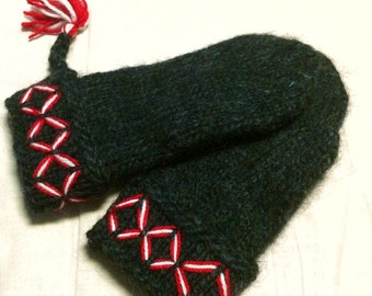 Genuine Lovikka mittens. Very well made. According to swedish tradition. Handcraft size men large