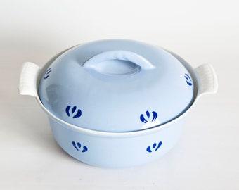 Vintage Soft Blue Flower Print Descoware Enameled Cast Iron Dutch Oven, Enamel Pot Oven Safe Cookware, Made in Belgium, 1 1/2 Quart