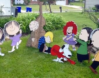 Hand Painted Set of 8 Dancing Peanuts Gang Christmas Play Yard Art