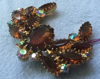 Vintage Wreath-Shaped Brooch Pin with Iridescent Brown Rhinestones - Costume Jewelry
