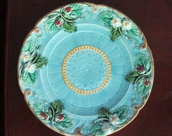 Majolica Plate Sarreguemines France C.1880 Strawberries INCREDIBLE
