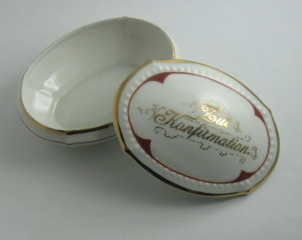 For confirmation: Enchanting, old, small lidded box / jewelry box made of porcelain. 34 554. Memory of the confirmation. VINTAGE