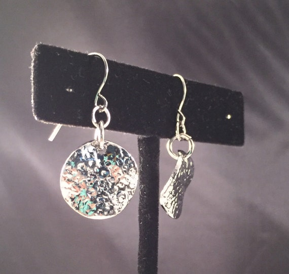 Silver hammered disc drop dangle earrings