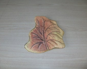 leaf pot holder, quilted trivet, fall hot pad, heat resistant, kitchen accessory, fall decor