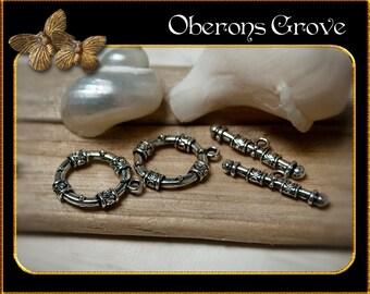 2 ornamental toggle clasps, silver 22x18,5mm