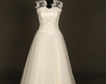 Bridal gown in ivory tulle and ivory/silver lace. Ivory princess wedding dress. Traditional wedding dress. Tulle and lace wedding dress.
