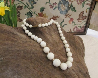 Vintage white glass beaded necklace