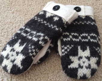 G8  cute kids felted wool mittens   Lined with fleece