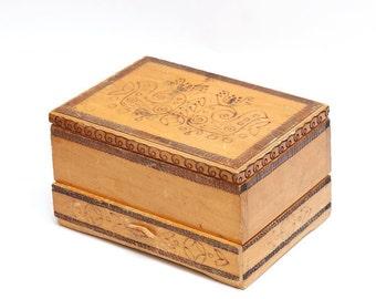 Vintage big handmade wooden box case, vintage jewelry box, handmade jewelry box, Vintage wooden pyrography box case, retro jewelry box