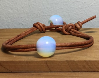 Leather Bracelet with Opalescent Beads, Women's leather bracelet, Leather jewelry, Leather and beads bracelet, Gifts for her, Item O65