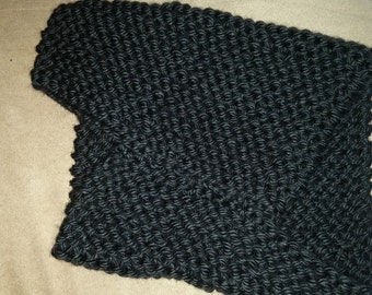 Asymmetrical knitted cowl black