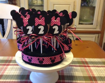 Minnie Mouse lollipops with display