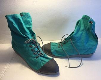 R00I  Capezio granny boots