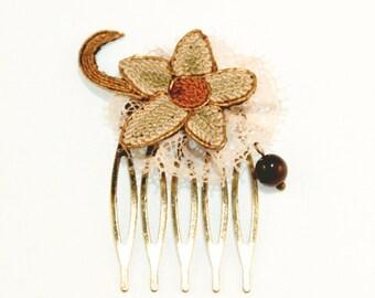 Peigne art déco en broderie vintage - Fleur de dentelle rose et bronze - Perle de verre