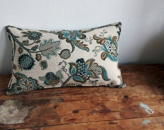Cushion with cover made out of French vintage upholstery fabric