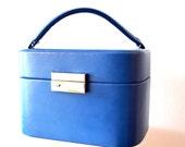 Vintage Blue Rectangle Travel Vanity Case / Vintage Blue Travel Make Up Bag /  Rectangle Woman's Vinyl Blue Travel Toiletry Bag / Train Case