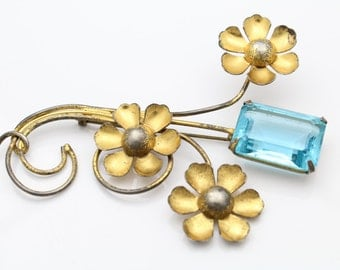 Extra-Large Vintage Flower Brooch with Rhinestone in Gold Over Sterling Silver. [9050]