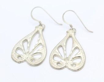 Vintage Heart Dangle Earrings with Pierce-Work in Sterling Silver. [9595]