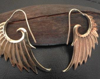 Wing earrings made in brass